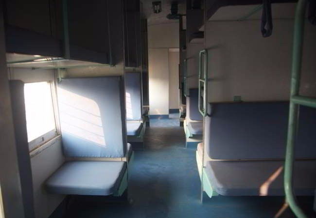viajar en tren por india sleeper class