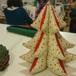 Haz tu mini árbol y portavelas de Navidad